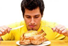 صورة تناولك لطعامك بسرعة عادة غذائية سيئة.. وهذا ما تحدثه لجسمك من متاعب