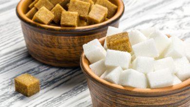 صورة السكر البني.. ما الذي يميزه عن الأبيض وهل هو صحي أكثر؟