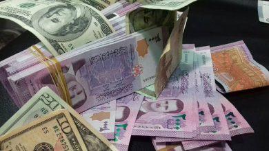صورة الليرة السورية تنخفض إلى أدنى مستوى لها في تاريخها مقابل الدولار .. وارتفاع قياسي بأسعار الذهب في سوريا