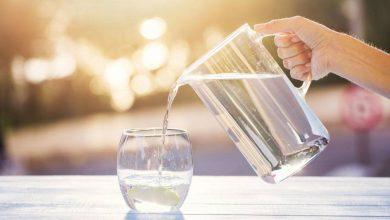 صورة كم كوب ماء يجب أن نشرب في اليوم؟ قبل الطعام أم بعده ؟ متى يجب أن نشرب…؟