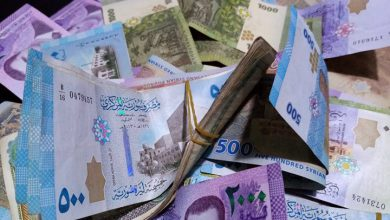 صورة الليرة السورية تواصل انهيارها أمام العملات الأجنبية وهذه أسعار الذهب