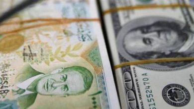 صورة الليرة السورية تعاود التراجع وتقترب من أدنى سعر لها مقابل العملات الأجنبية.. وارتفاع في أسعار الذهب