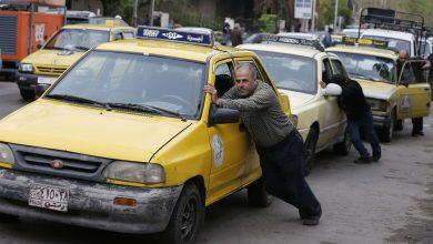 صورة بعد المؤامرة والحرب الكونية والفساد .. نظام الأسد يلقي سبب أزمة المحروقات على ناقلة النفط العالقة في قناة السويس