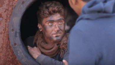 صورة شاب سوري أذهلَ الملايين بصوته .. من داخل إحدى حراقات النفط في الشمال السوري تكمن قصته !