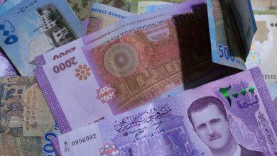 صورة الليرة السورية تعود للتراجع مقابل العملات الأجنبية.. وارتفاع بأسعار الذهب محليًا وعالميًا