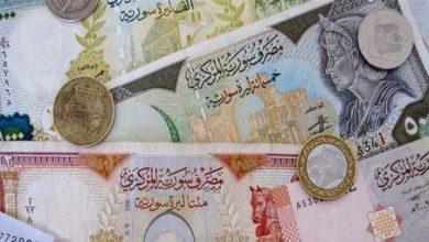 صورة الليرة السورية تنخفض مجددًا أمام الدولار والعملات الأجنبية.. وارتفاع بأسعار الذهب محليًا