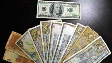 صورة انخفاض قياسي لليرة السورية أمام الدولار والعملات الأجنبية.. وارتفاع بأسعار الذهب محليًا