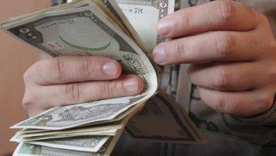 صورة انخفاض مستمر لليرة السورية مقابل الدولار والعملات الأجنبية .. وارتفاع بأسعار الذهب محليًا وعالميًا