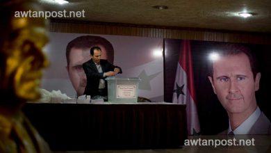 صورة أحد أفراد عائلة الأسد يفتح النـ.ـار على بشار ويصف والده بالديكـ.ـتاتور