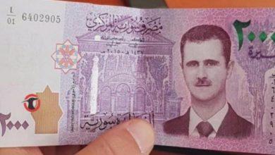 صورة الليرة السورية تعاود الانخفاض أمام الدولار والعملات الأجنبية.. وارتفاع بأسعار الذهب محليًا