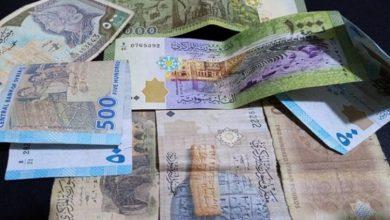 صورة الليرة السورية تحافظ على قيمتها أمام الدولار والعملات الأجنبية.. وهذه أسعار الذهب