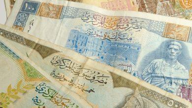صورة الليرة السورية تواصل انخفاضها أمام الدولار والعملات الأجنبية .. وهذه أسعار الذهب محليًا وعالميًا