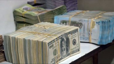 صورة الليرة السورية تتراجع أمام الدولار والعملات الأجنبية.. وارتفاع بأسعار الذهب محليًا وعالميًا