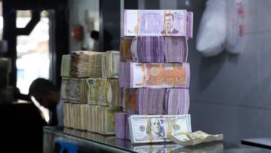 صورة الليرة السورية تحافظ على قيمتها لليوم الثاني أمام الدولار.. والذهب ينخفض محليًا وعالميًا
