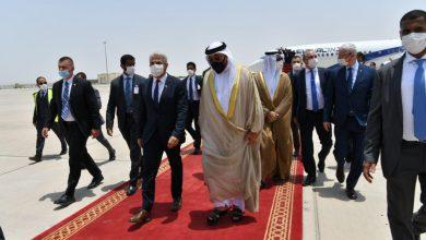 صورة وزير الخارجية الإسرائيلية يستهل أول زيارة خارجية له إلى الإمارات لافتتاح سفارة لبلاده