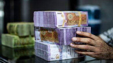 صورة الليرة السورية تواصل انخفاضها أمام الدولار والعملات الأجنبية.. وهذه أسعار الذهب محليًا وعالميًا