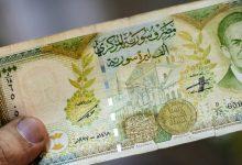 صورة الليرة السورية تستمر بالانخفاض أمام الدولار والعملات الأجنبية.. وهذه أسعار الذهب محليًا وعالميًا