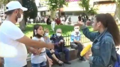صورة بالفيديو .. فتاة تركيٌة عنصرية تستفز طفلة سورٌية ولكن شاهد كيف جاء الرد !
