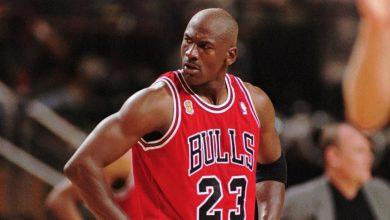 صورة قاد فريقه لستة بطولات وحجز فريق رقمه دون أن يلعب له .. مسيرة أسطورة كرة السلة الأمريكية مايكل جوردن وسبب خسارته نصف مليار دولار