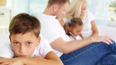 صورة غيرة الأطفال .. أبرز الأسباب التي تجعل طفلك غيوراً وعلاج الغيرة!