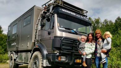 """صورة """"فيديو"""" .. عائلة هولندية تبيع منزلها وعقاراتها وتقرر العيش في شاحنة """"مارسيدس"""" قديمة ولكن شاهد الإثارة بكيفية تحويلها لمنزل سكني فخم !"""