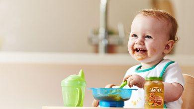 صورة حان الوقت لـ إدخال الطعام إلى وجبات طفلك .. إليك جدول تغذية الرضيع و أهم النقاط في تغذية الأطفال الرضع تغذية سليمة