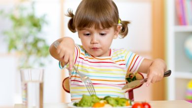صورة غذاء الطفل بعمر الثلاث سنوات وأهم النصائح لضمان نموه بشكل صحي ومتوازن