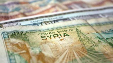 صورة الليرة السورية تحافظ على قيمتها أمام العملات الأجنبية.. وارتفاع بأسعار الذهب محليًا وعالميًا